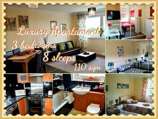 LUXURY 3 BEDROOM FLAT GLASGOW- UP TO 8 SLEEPS! - Glasgow vacation rentals