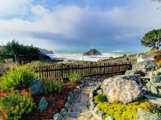 Oceanview studio with full kitchen, walk to town/beach! - Elk vacation rentals
