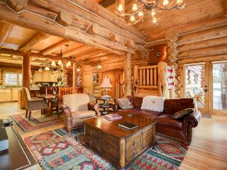 Custom-built, luxurious cabin with private hot tub and gourmet kitchen - McCall vacation rentals