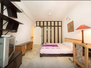 3b.Trendy bright cozy room(MG Road) - Bangalore vacation rentals