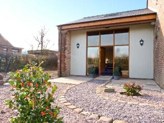 BARN OWL COTTAGE AT CROOK HALL FARM, family friendly, luxury holiday cottage, with a garden in Bispham Green, Ref 12303 - Bispham Green vacation rentals
