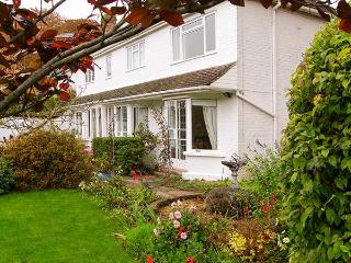 THE COTTAGE, a pet-friendly romantic cottage with garden in a rural location near Whitchurch, Ref: 13626 - Whitchurch vacation rentals