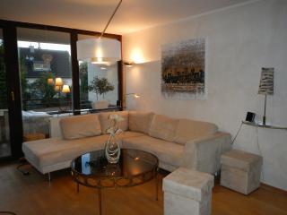 Große sonnige Maisonette Ferienwohnung in Refrath - Bergisch Gladbach vacation rentals