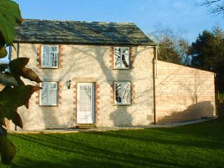 GOOSE COTTAGE solid fuel stove, shared use of hot tub and sauna, family-friendly in Camelford Ref 25286 - Camelford vacation rentals