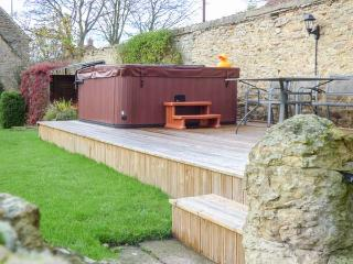 THE LODGE hot tub, woodburning stove, pet-friendly in Scarborough Ref 29746 - Scarborough vacation rentals