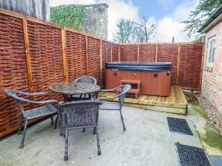 WALWORTH CASTLE HOLIDAY COTTAGE, in grounds of a castle, open plan, WiFi, pet-friendly, hot tub, in Walworth, Ref. 927239 - Piercebridge vacation rentals