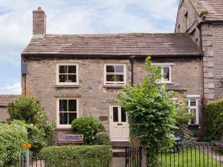 CARTMEL COTTAGE, pet-friendly, country holiday cottage, with a garden in Middleham, Ref 929525 - Middleham vacation rentals