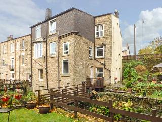 THE GARDEN RETREAT AT BIRDS NEST COTTAGE, ground floor, WiFi, enclosed garden, in Glossop, Ref 930186 - Glossop vacation rentals