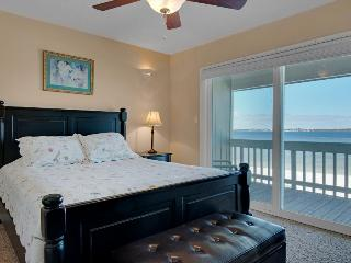Bayfront Views, Shared Pool, Walk to Beach! - Gulf Breeze vacation rentals