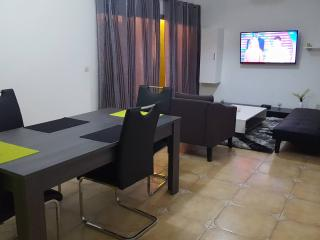 APPARTEMENT GOLF B - Abidjan vacation rentals