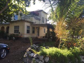 MiMo House 5 beds, 2 sofa beds. - Coconut Grove vacation rentals