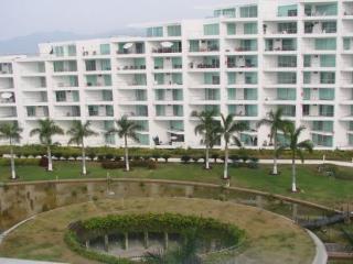 2 bedroom Condo with Deck in Bucerias - Bucerias vacation rentals