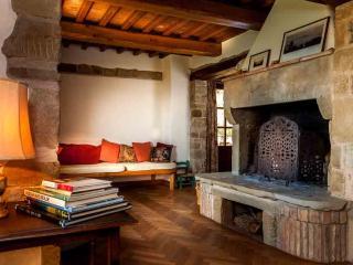 Gorgeous 4 bedroom Anghiari Villa with Internet Access - Anghiari vacation rentals