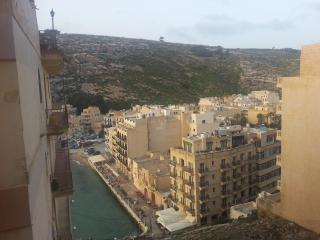 Bright 2 bedroom Condo in Xlendi - Xlendi vacation rentals