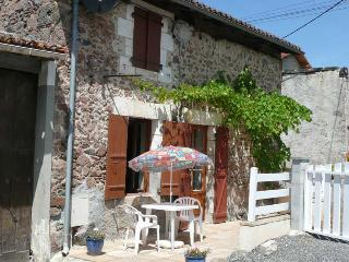 Charente Cottage  - Private pool 7m x 4m - Exideuil vacation rentals