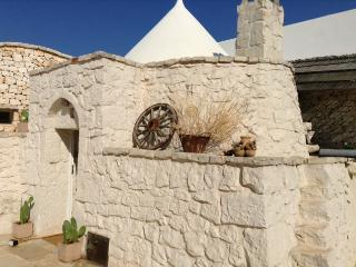 Trullo Matteo - San Michele Salentino vacation rentals