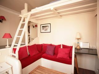 Cozy Canal Saint Martin Studio (333) - 10th Arrondissement Enclos-St-Laurent vacation rentals