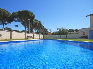 Spacious home with garden and swimming pool - L'Escala vacation rentals