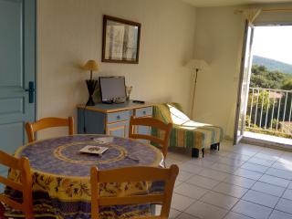 Appartement en résidence avec piscine F392 - Saint-Maxime vacation rentals