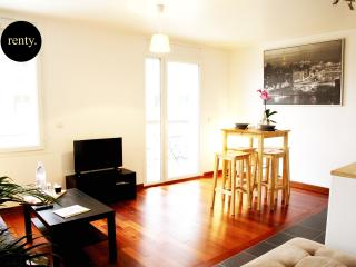 Nice Condo with Internet Access and A/C - Issy-les-Moulineaux vacation rentals