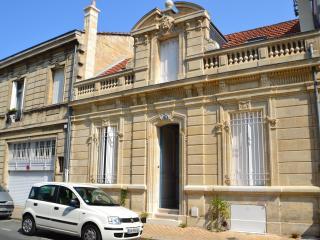 Maison Bleue : double king/twin  ensuite shower&WC - Bordeaux vacation rentals