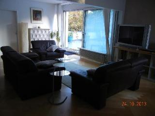 Vacation Apartment in Düsseldorf-Kaiserswerth - 840 sqft, spacious, comfortable, central (# 2518) - Meerbusch vacation rentals
