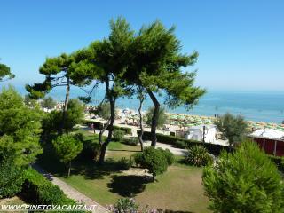 Appartamento Fronte Mare Pinetina 3 Pineto Vacanza - Pineto vacation rentals
