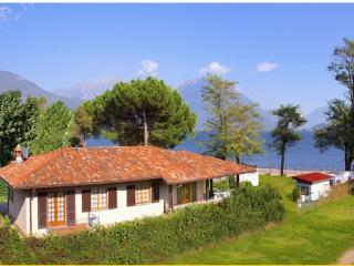 Cozy 2 bedroom Domaso Apartment with Parking - Domaso vacation rentals