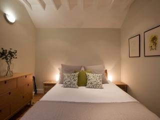 3/4 luxury two bedroom self-catering in village - Pewsey vacation rentals