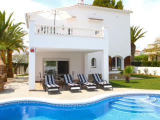B03 GALLO gran villa en playa piscina privada wifi - L'Hospitalet de l'Infant vacation rentals