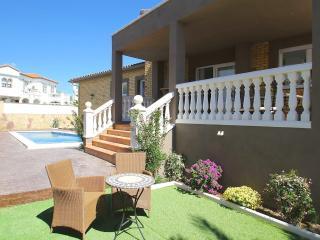 B05 FLANDES villa piscina privada, cerca del mar - L'Hospitalet de l'Infant vacation rentals