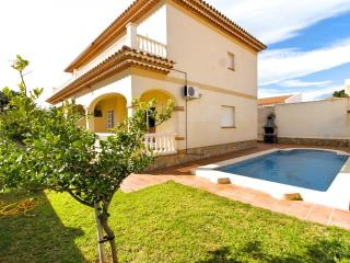 B15 ISIDRO villa adosada piscina privada y jardín - Miami Platja vacation rentals