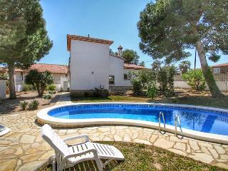 B14 FORTUNA villa, piscina privada y grán jardín - Miami Platja vacation rentals