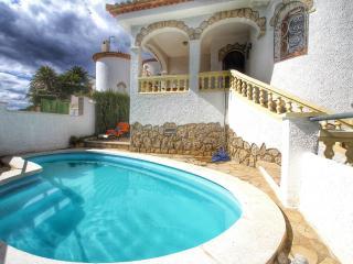 B16 ANDORRA villa piscina privada cerca del mar - L'Hospitalet de l'Infant vacation rentals