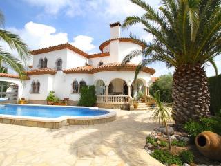 B40 GRANADA villa con grán jardín y grán barbacoa - Miami Platja vacation rentals