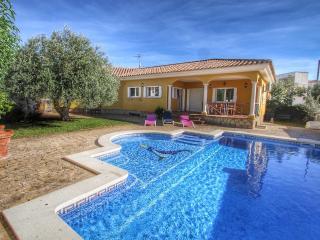 B25 YELMO villa piscina privada, jardín, barbacoa - Miami Platja vacation rentals