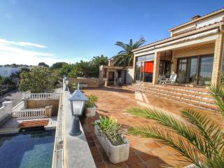 B31 HANRI villa con piscina privada vistas al mar - L'Hospitalet de l'Infant vacation rentals