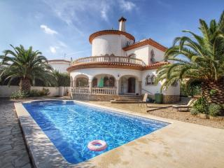 B35 CANGREJO villa piscina privada cerca del mar - L'Hospitalet de l'Infant vacation rentals