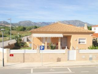 B41 HELIA villa con piscina privada, barbacoa - L'Hospitalet de l'Infant vacation rentals