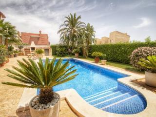 B39 LOURDES villa, piscina privada y gran jardín - Miami Platja vacation rentals