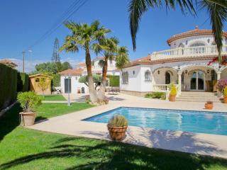 B42 LIDIA villa con piscina privada y grán jardín - Miami Platja vacation rentals