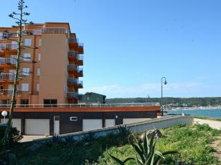 Bright 2 bedroom L'Estartit Condo with Washing Machine - L'Estartit vacation rentals