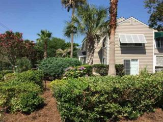 Cameron Blvd-2nd FL Duplex-Pvt Golf Cart-Close to Beach-Pet Friendly-IOP - Isle of Palms vacation rentals