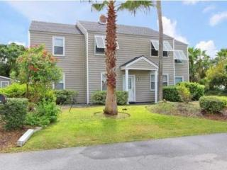 IOP-Grnd FL Duplex-3BD/1BA-Pvt Golf Cart-Dog Friendly-Close to Beach! - Isle of Palms vacation rentals