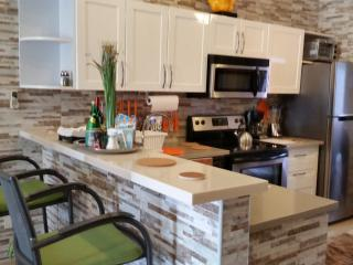 Bright Villa with Waterfront and Parking in Eagle Beach - Eagle Beach vacation rentals