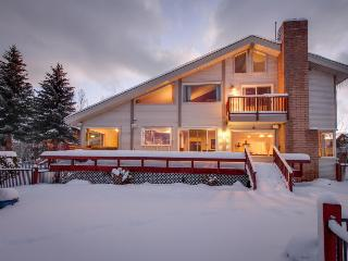 Lakefront escape, w/ hot tub, pool table & shared amenities - South Lake Tahoe vacation rentals