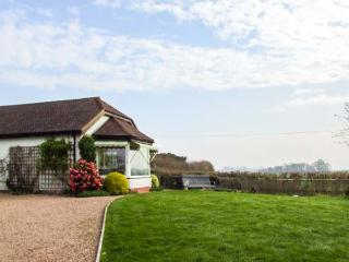 THE COTTAGE, semi-detached, all ground floor, WiFi, near Malvern, Ref 921093 - Malvern vacation rentals