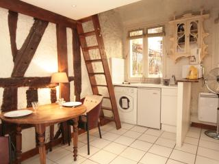 Quaint Montorgueil Studio (152) - 2nd Arrondissement Bourse vacation rentals