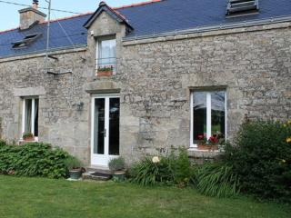 Nice Cottage with Internet Access and Satellite Or Cable TV - Guern vacation rentals