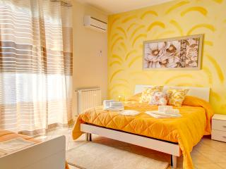 Cozy 3 bedroom Belpasso Apartment with Internet Access - Belpasso vacation rentals